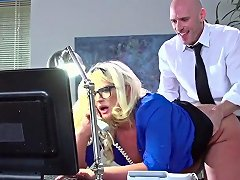 Julie Cash With Bubbly Booty Gets Her Mouth Attacked By Johnny Sinss Rock Hard Man Meat