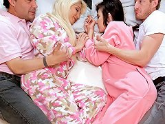 Elizabeth And Jenna In The Sleepover Switch Up Teamskeet