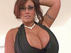 Big Boobed Brunette Mom Drives A Guy Crazy With A Fantastic Titjob